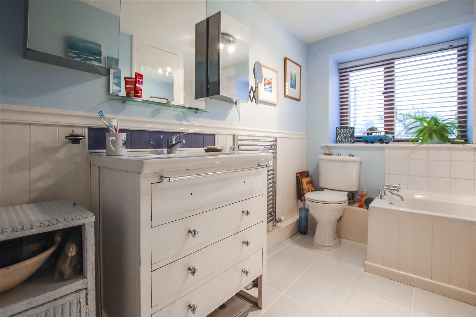 2 Bedroom Cottage For Sale - Bathrom